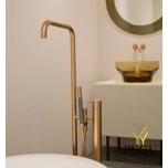 Vola vabalt seisev vannisegisti käsidušiga. Kõrgus 1080 mm. Naturaalne Messing